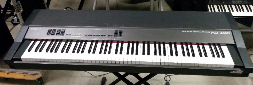 RD 300 - Stage piano vintage 88 tasti pesati con fly case